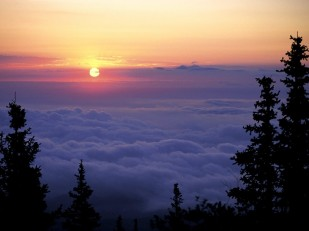 Sunrise_from_Pike's_Peak,_Colorado