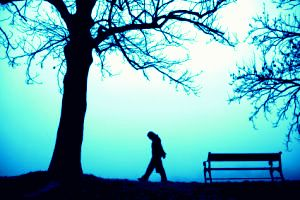 person_walking_alone_in_thick_fog2
