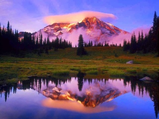 Mount_Rainier_and_Lenticular_Cloud_Reflected_at_Sunset_Washington