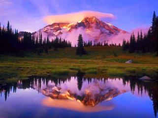 Mount_Rainier_and_Lenticular_Cloud_Reflected_at_Sunset_Washington