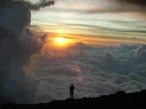 Standing-above-the-clouds-for-sun-rise-is-breathtaking-620x465