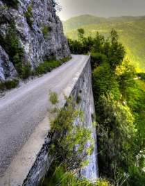 dangerous_road_Wallpaper_h