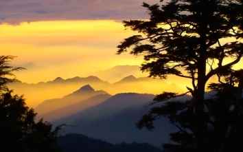 mountains clouds landscapes nature trees sunlight taiwan evening skies_wallpaperswa.com_16